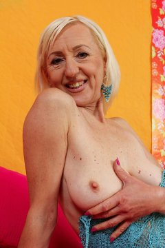 MilfyMillie from Swansea,United Kingdom